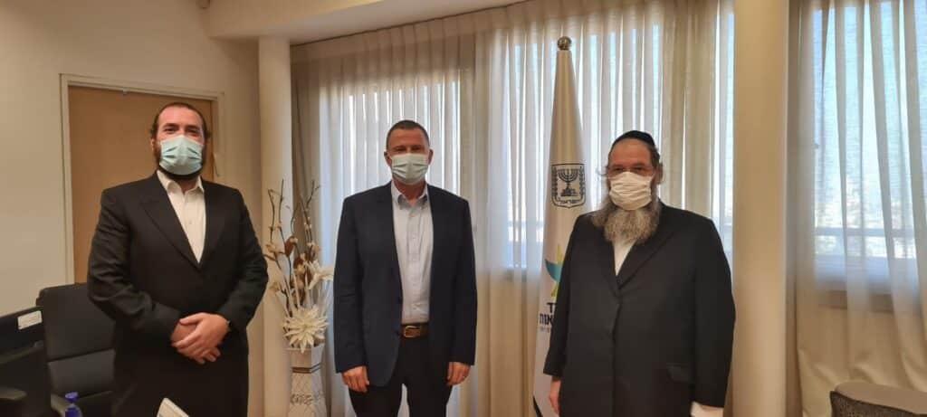 שר הבריאות יולי אדלשטיין בביקור דוסיז צרכנות