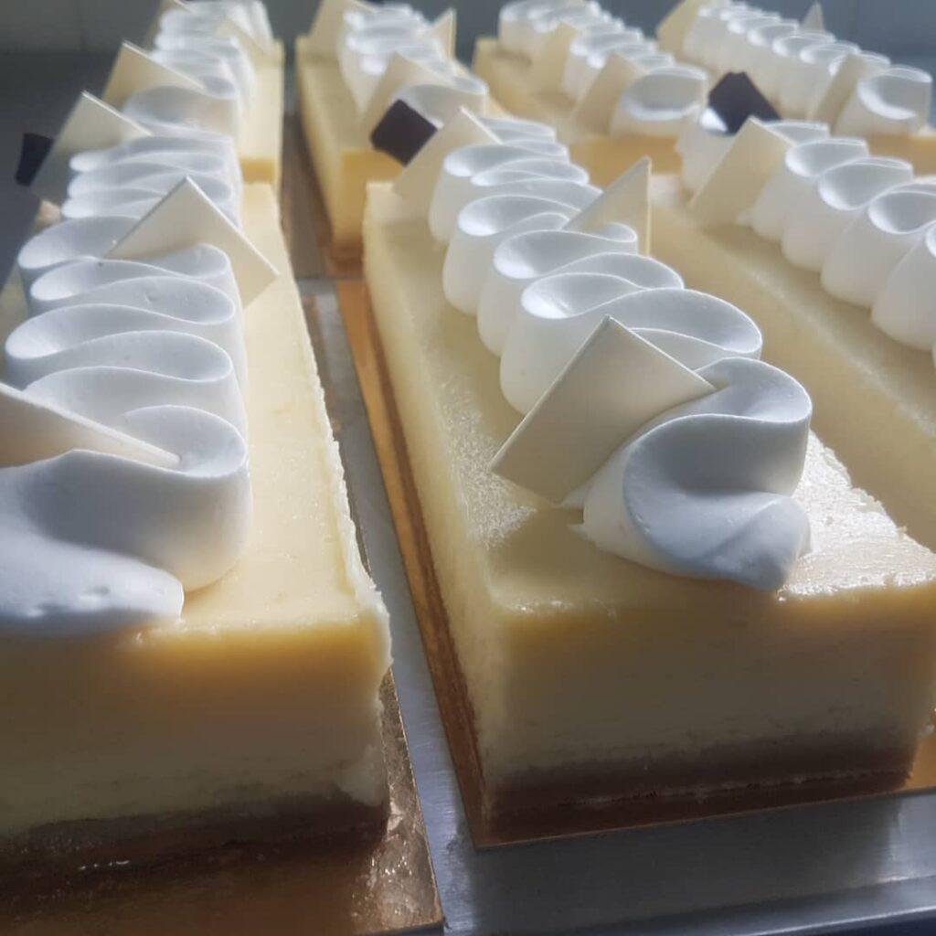 עוגת גבינה מיוחדת במסגרת סדרת המתכונים למנות אחרונות מאת אורן סניקר שף קונדיטור, לקראת סעודות החג – שנה מתוקה. סיקרה דוסיז צרכנות