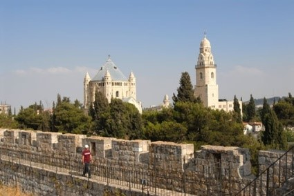 טיילת החומות - הטרק ההיסטורי של ירושלים – נפתחת מחדש ב-1.11.20 במקטע הטיילת הדרומית משער יפו ועד הכותל. סקירה דוסיז צרכנות