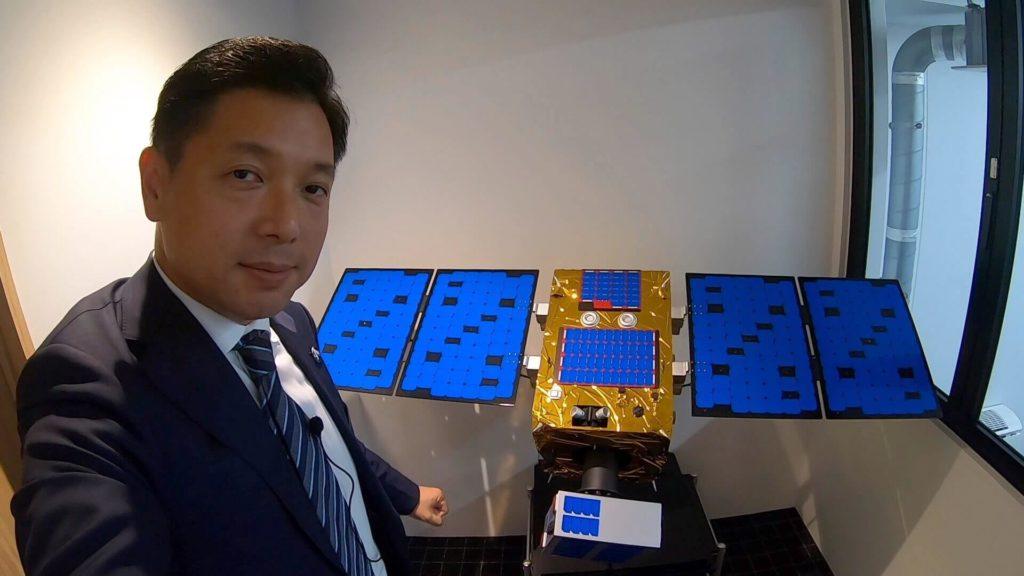 """מייסד ומנכ""""ל חברת הלוויינים Astroscale, נובו אוקאדה, זכה בתואר ״איש השנה״ של מגזין החלל SpaceNews. סקירה דוסיז צרכנות"""