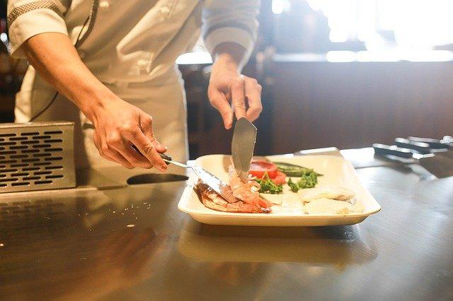 "restaurant | תמונה להמחשה PIXABAY | סקירה ""דוסיז צרכנות מקומית"""