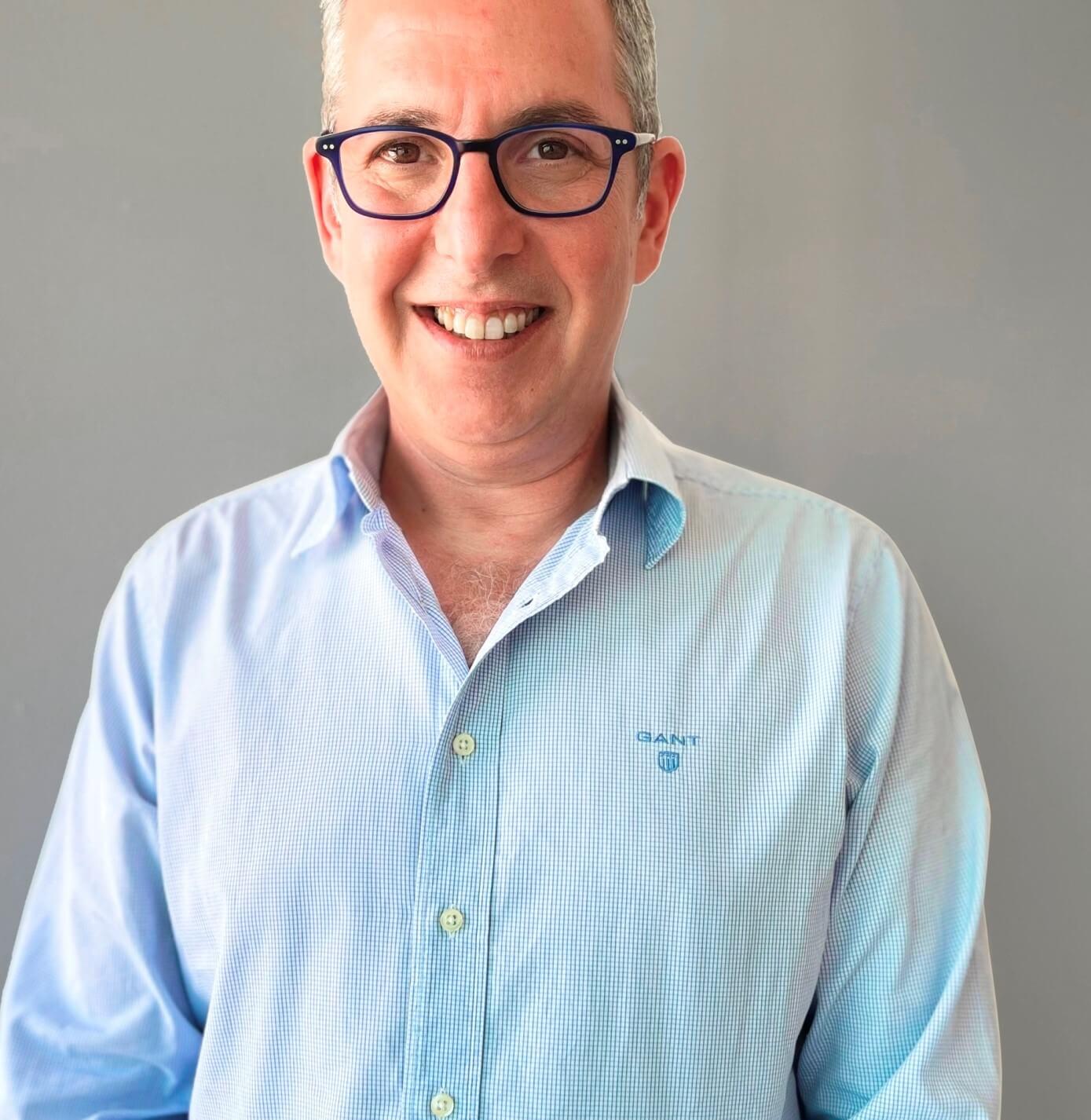 גיא אלוביץ'- מתקשורת לאורתוטיקה וטכנולוגיה פרא-רפואית. סקירה דוסיז צרכנות