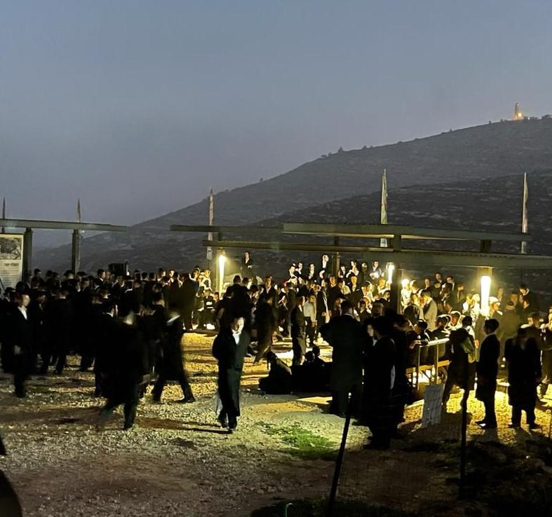 """מאות בחורים מחסידות קרלין ביקרו באתר """"שילה הקדומה"""". סקירה דוסיז צרכנות"""