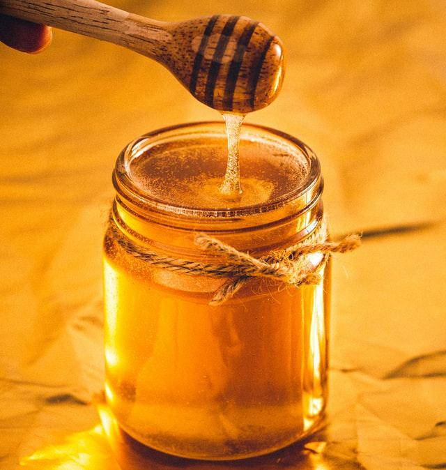 ראש השנה בפתח: איך תדעו שרכשתם דבש טהור ותקני. סקירה דוסיז צרכנות