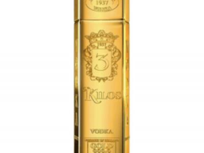 לערב ראש השנה והחגים 'בנא משקאות' משיקה: וודקה 3 Kilos – וודקה אולטרה פרימיום, המוצעת בבקבוקים מהודרים המעוצבים בהשראת מטילי זהב במראה יוקרתי. סקירה דוסיז צרכנות