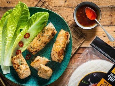 המותג מאסטר שף מציע מתכון קייצי: גלילות עוף פריכות עם רוטב צ'ילי מתוק. סקירה דוסיז צרכנות