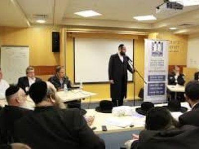 הרב מלבר בהרצאה | סקירה