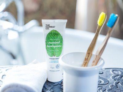 עם חברת אורגניקזון: מצחצחים שיניים, תורמים ושומרים על הסביבה ירוקה יותר!. סקירה דוסיז צרכנות