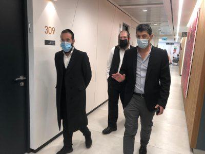יועצי הרפואה הרב יוסי מרגלית והרב משה אנגלרד בסיורם במרכז הרפואי 'מדיקה' :