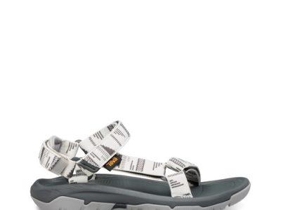קולקציית סנדלי טיול טבעוניים עם רצועות מבד פוליאסטר ממוחזר במותג. סקירה דוסיז צרכנות