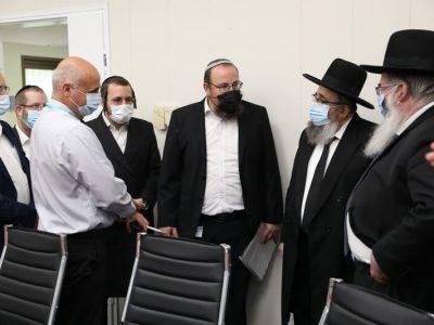 ביקור של הנהלת עזר מציון עם רבני מודיעין עילית בבית החולים אסף הרופא