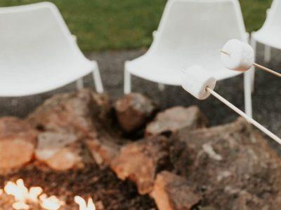 Booking מציגה, פושר, חם, לוהט: היעדים בהם תוכלו להתחמם מול אש בוערת . סקירה דוסיז צרכנות
