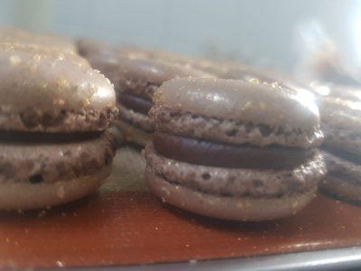 מקרון שוקולד במסגרת סדרת המתכונים למנות ארונות לקראת סעודות החג – שנה מתוקה. סקירה דוסיז צרכנות